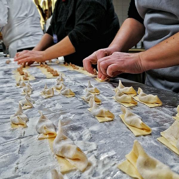 casoncelli alla bergamasca fatti a mano da Bonicelli catering e salumeria